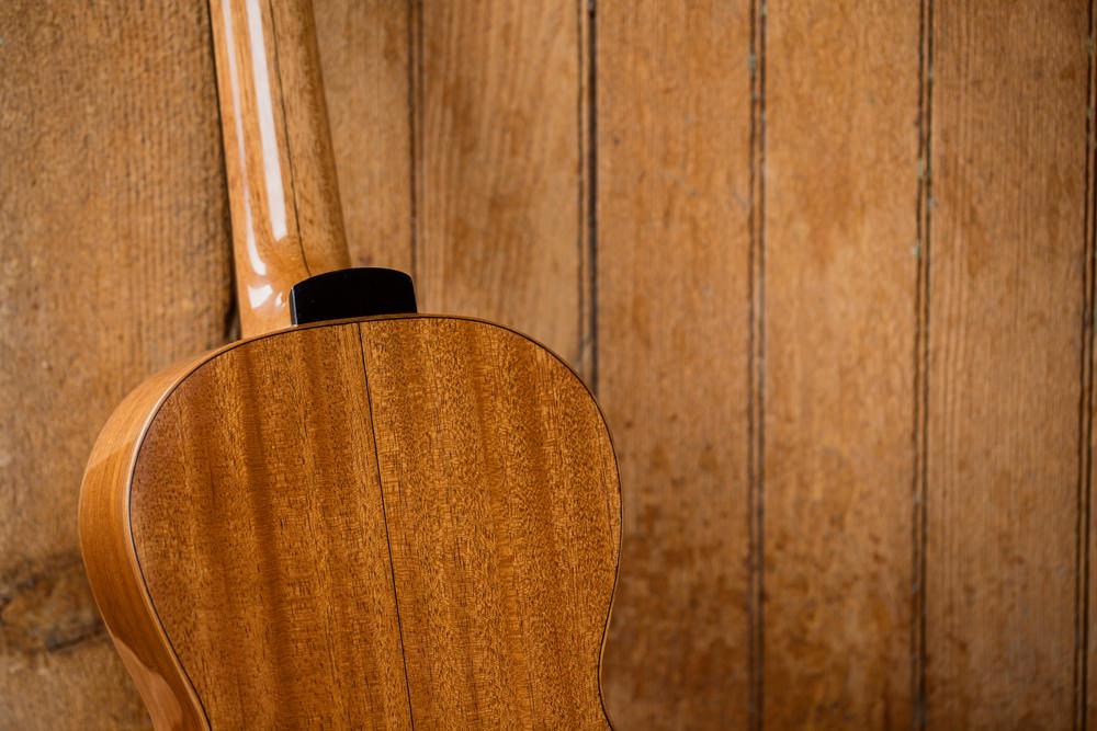 detail back Parlor Guitar wall | Kazourian Luthier Montréal