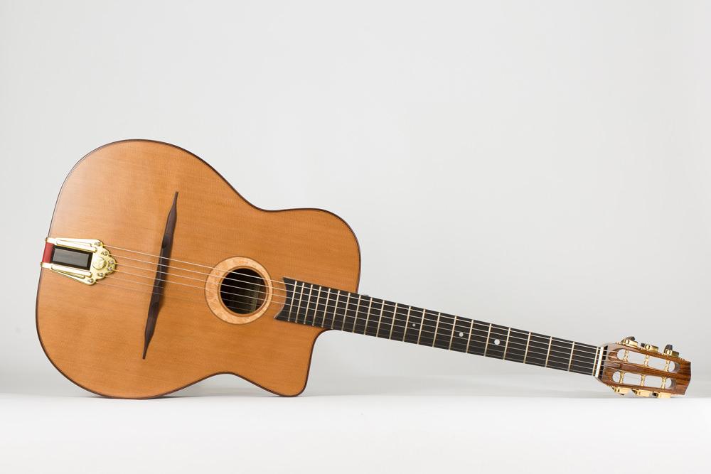 Full view gypsy guitar | Kazourian Luthier Montréal